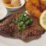 馬刺・肉バル キッチン湯島 - 牛ざぶとんステーキと海老フライ、トリュフ塩