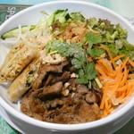 ワン アン ホア セン - 豚焼肉と揚春巻の冷やしビーフン