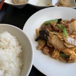 福家 - 料理写真:豚肉と玉子と青菜炒めの日替わり定食