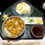 116436150 - 〔夏季限定〕かき揚げ丼とそうめんセット(¥2700)。丼はかなり上品なサイズ、お新香の美味しさは流石と感じた