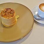 Girouette Cafe - ルモンド(560円+税)、マキアート(480円+税)※ケーキセットとして左記価格より100円引き