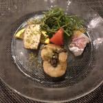 Prosciutteria Re:Pazza - 前菜盛り合わせ 鮮魚のカルパッチョ、カジキマグロの燻製、海老のマリナート