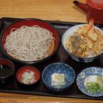和田久 - 小エビ2本と野菜てぷら3個盛り蕎麦付です