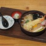 和田久 - 餅入り鍋焼き 関西風お出汁がきいてます  当店一押し