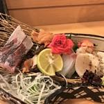 116441815 - お刺身盛り合わせ: 山口県産の鯵・韓国産の赤貝 地物のさざえ・尾道の鯛 地物の巻貝・愛知県産のたいらぎ貝炙り
