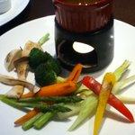 アウグス ビア ダイニング オキナワ - 炙り野菜のバーニャカウダ