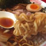 井田商店 - 麺は中太