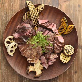 本格炭火グリルのお肉が絶品☆大人気のグリルミートプラッター