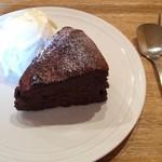 すずのすけの豆 - 自家製濃厚チョコレートケーキ+アイスクリーム350円