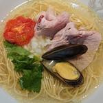 㐂九八 - 料理写真:鶏、豚、貝の潮そば〜トリュフの香り〜¥900