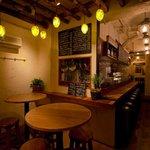 湯島ワイン食堂 パパン - 手前にはハイテーブルもございます^^