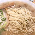 """116489392 - 麺が""""長浜系""""を主張しています。"""