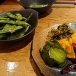 炭焼キッチン Tenten - つきだしと漬物盛り合わせ