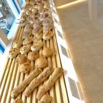 Girouette Cafe - パンも作られています
