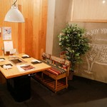 mi-tobarunikutarashi - カフェ風の店内は席間もゆったり