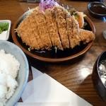 とんかつ 比呂野 - 料理写真:とんかつ定食(大)