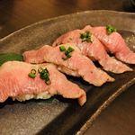 東京焼肉 あかね - 人気の『黒毛和牛炙り寿司』は一貫360円!とろけるお肉が酢飯との相性抜群です。