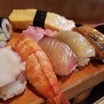 Akasakaunomaruzushi - 茹で海老、ハマチ、カンパチ、煮穴子、玉子