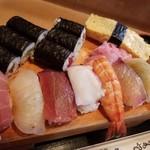 Akasakaunomaruzushi - 巻物はかんぴょう、かっぱ、鉄火巻き×2