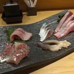 鎌倉 長谷 鮨山もと - お刺身盛合わせ 鯵、ぶり、ホッキ貝、しめ鯖、とろ鰹