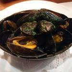 ビストロ アギャット - モンサンミッシェル産ムール貝の白ワイン蒸し