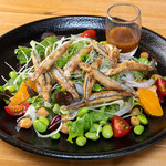 高倉町珈琲 - きびなごのもち麦サラダ