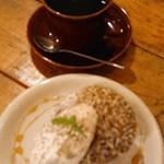 グローブ マウンテン コーヒー - マフィン~ココナッツカペ~(¥320)&ラオス・ピーベリー(¥650)