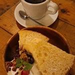 グローブ マウンテン コーヒー - シフォンケーキ(¥650)&ハウスブレンド(¥450)セット▼¥100