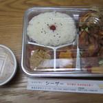 レストラン シーザー - 弁当と味噌汁はこんなパッケージで来ます