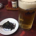 龍善 - 料理写真:ビールには付き出しが付いています