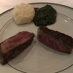 116529137 - 二人分でこのサイズの肉が10切れくらい取れます