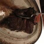 116529140 - 骨付きの一枚肉。4切れ取ってもまだこれだけ残っています
