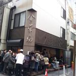 日本橋 天丼 金子半之助 本店 - 開店30分前の行列