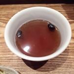 日本橋 天丼 金子半之助 本店 - 黒豆茶