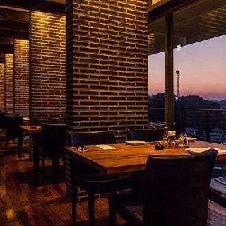 糸島の美しい景色を一望しながらお食事を愉しむ優雅なひととき