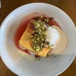 bills - フレンチトースト 季節のフルーツとグリークヨーグルト添え