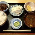 ふた村 - 牛肉サラダ定食です