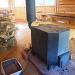 田歌舎 - 冬は薪ストーブが活躍します。ココでスープを作ることも!