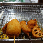 116544566 - お肉の串カツ100円・玉子フライ100円・レンコンフライ200円。