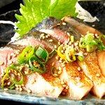 ごっつり - 料理写真:大とろの八戸前沖さばの刺身。皮の表面を軽く炙り、特製の醤油ダレが絶品です!!