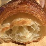 那須高原パンのいえ クーロンヌ - バターの風味も良く、薄い層の重なるクロワッサン これも美味い