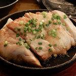 日本酒と地鶏の和バル 八鶴 - 鶏のチーズ焼き