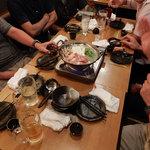 日本酒と地鶏の和バル 八鶴 - 7人でこの鍋一つ