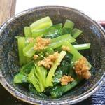 ミルクランド - ★青菜のおひたし そのまんま青菜!多少青臭さあり? きっと茹でてないでしょ?茹でると水に栄養素溶け出ちゃうもんね! 栄養素逃さないように調理して野菜の美味しい状態で出してくれてるんだと思う