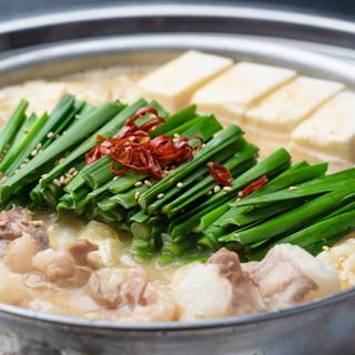 【名物】国産もつにこだわった全3種(白・赤・金)の「もつ鍋」