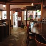 カメ コーヒー キョート - 広々としたゆとりある店内