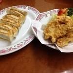 11656755 - ハーフの唐揚げ と 餃子