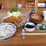 かき船 - ランチのトンカツ定食に牡蠣フライ2個