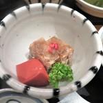 近江牛 岡喜本店 - 料理写真:牛すじ煮凝りと赤蒟蒻