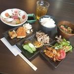炙り居酒屋 うのっち - ランチ「季節のお刺身とおばんざいビュッフェ (1000円)」